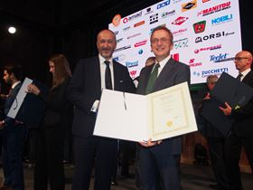 Eng. Gambigliani, head of Caprari product design, received an honourable mention for the Dry Wet System from the President of FederUnaComa, Dr Alessandro Malavolti.