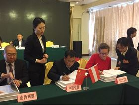 Signing the contract: Cheng-jun Zhang, chairman of Shanxi Middle Yellow River Diversion Water Development Co Ltd and Petra Helm, member of the board and CFO, Voith Hydro St Pölten.