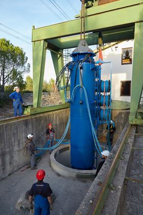 Installation of Pleuger submersible pump for Montpellier drinking water supply. (Image:  © JPGILBERT)