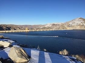 The Grand Coulee Dam is the largest hydropower project in the USA, generating more than 21 billion kilowatt-hours of electricity each year – the equivalent of more than2.3 million US homes.