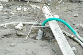 Figure 5. Recommended 'best practice' for installing a contractor pump: with form-stable hose and lifting rope attached.