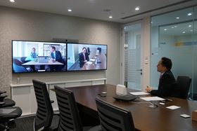 Michael Yao, Alibaba Group (right) and Astrid Nørgaard Friis and Rasmus Vad Andersen, Grundfos (on screen left).