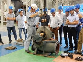 The pump assembly workshop at Ebara's plant in Vietnam.