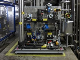 The flow meters of the system continually check the required degree of dilution. Incorrect mixtures can be adjusted quickly as needed thanks to the short settling time of the control system. (Image: LEWA GmbH)