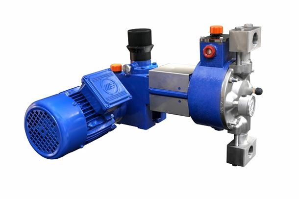 The pump yoke will separate hydraulic oil from gear box lubricant.